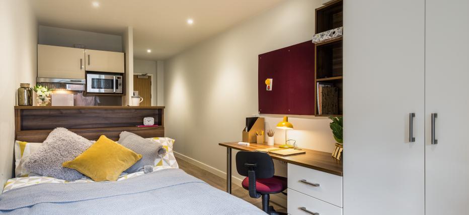 Bed, desk area, wardrobe