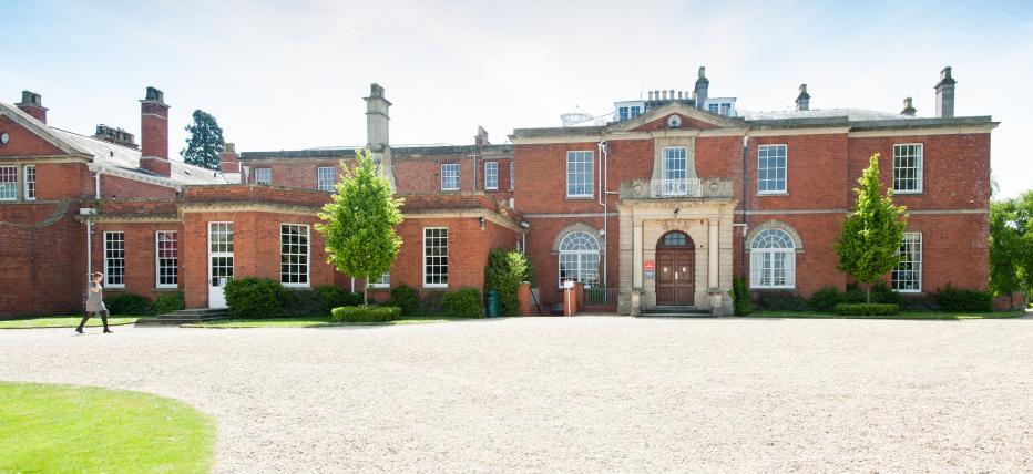Hartpury House, exterior image, historic manor