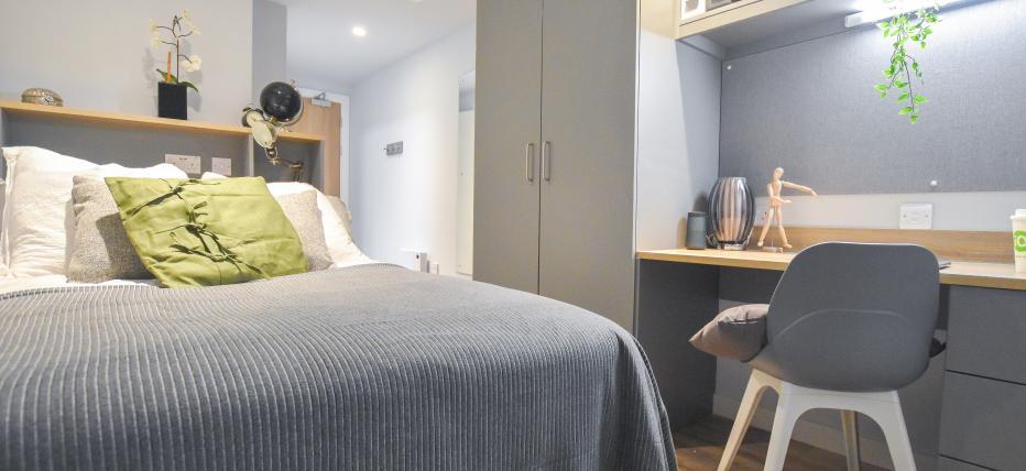5 Bed Silver En Suite