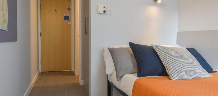 Gold En Suite Plus Bed