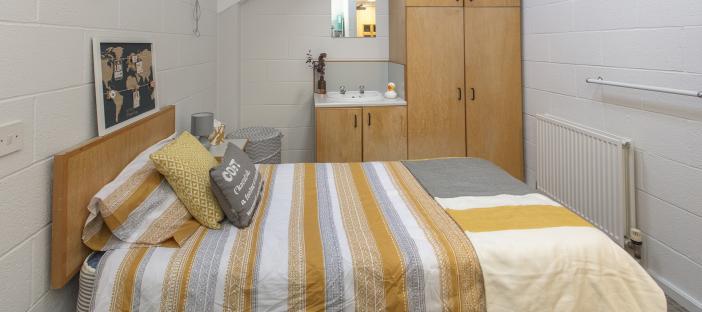 Loft room, bed, wardrobe, sink, window, radiator