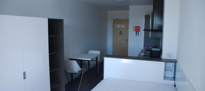 Self Contained Studio - The Copse - Bed and Study area