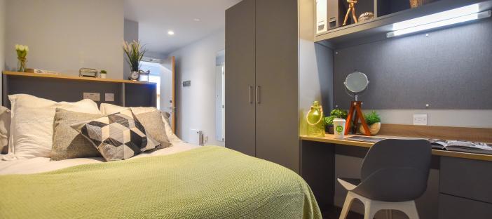 7 Bed Bronze En Suite