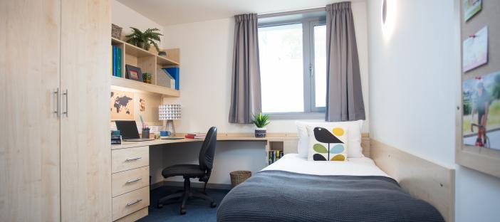 Keynes flat en-suite bedroom