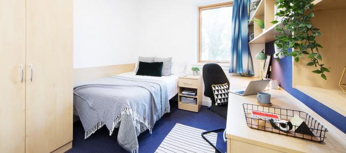Pier Quays en-suite room