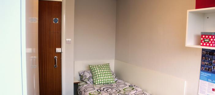 Catered upgraded room with 4ft wide bed